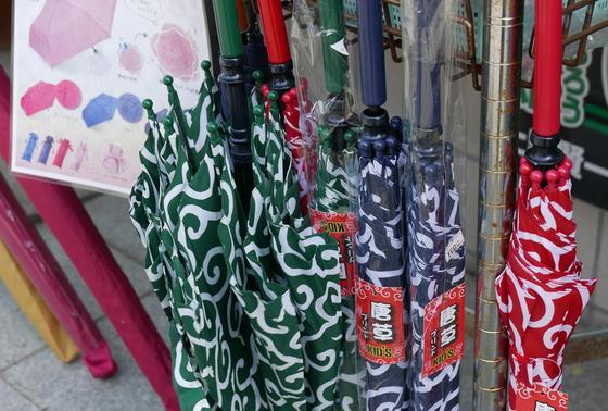 唐草模様の傘がかわいい