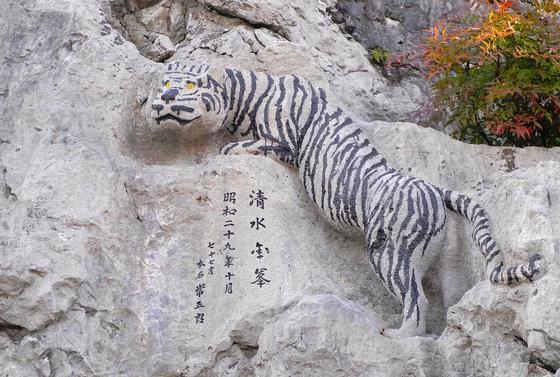 虎の像がある