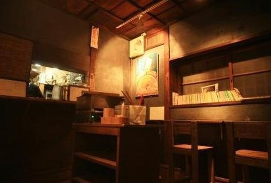 その立ち呑みスペースは、まるでレストランのウェイティングバーのようであった。