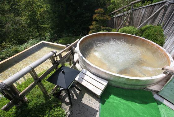 樽のような風呂が面白い