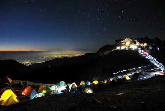 泊まりたい山小屋、日本一に輝いた『燕山荘(えんざんそう)』