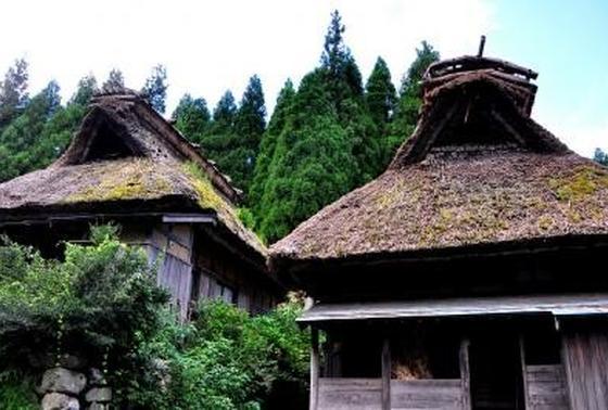 貴重な茅葺き家屋が残る「板取宿」