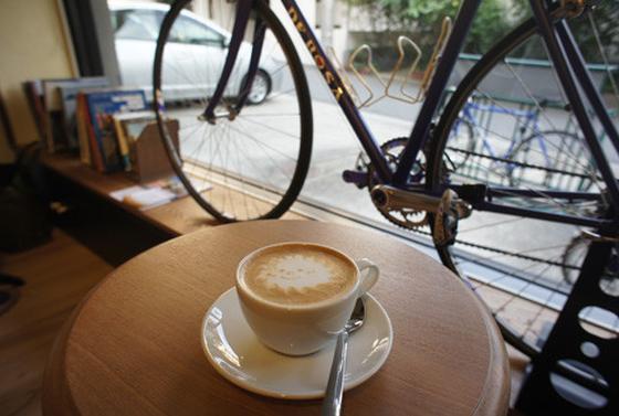 店内にカフェ併設