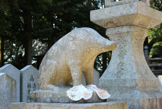 千光寺には狛犬ならぬ狛猪が!