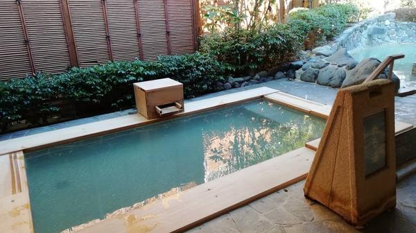温泉は二種類の泉質を楽しめる