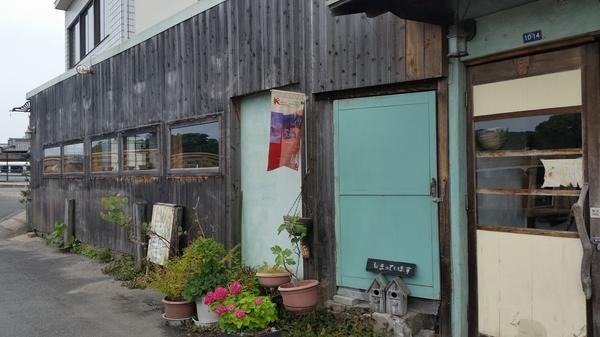 倉庫感の残る建物