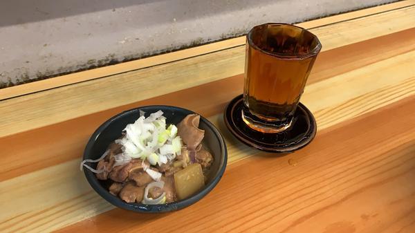 モツ煮こみ(170円)と梅割り(250円)