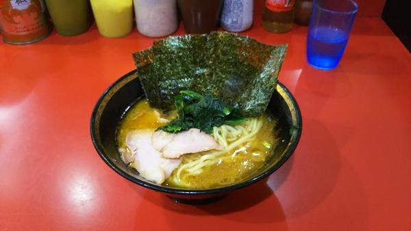 豚骨醤油スープ、極太ストレート麺