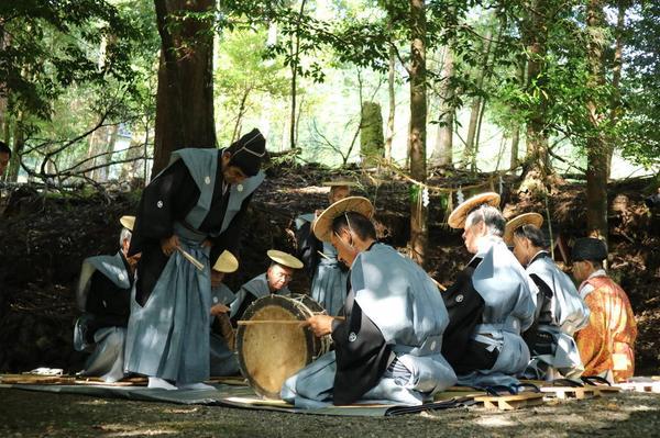 Crow dengaku - annual ritual performance with 600 yrs history