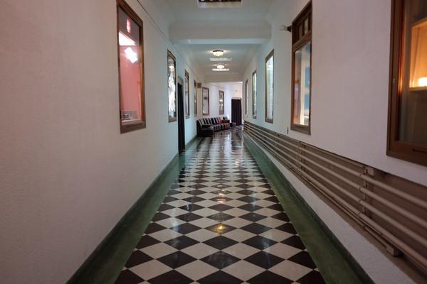 モダンな廊下