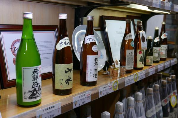 ずらり並ぶ酒蔵の日本酒