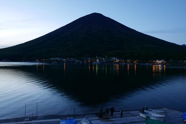 日没後の男体山