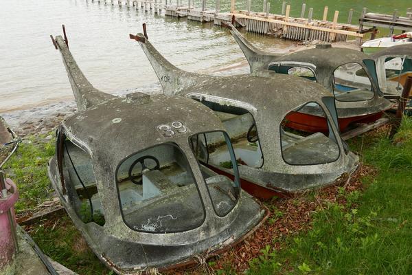 朽ちているボート