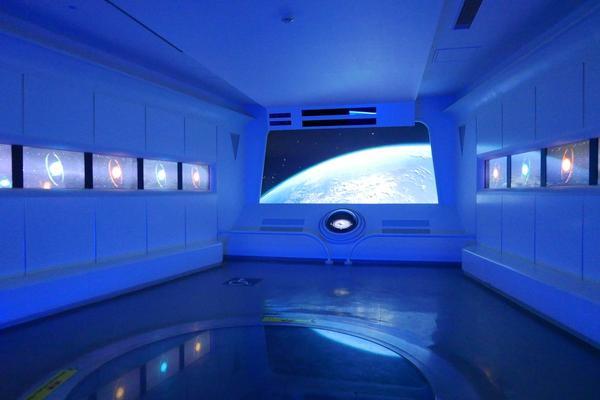 宇宙船をイメージ
