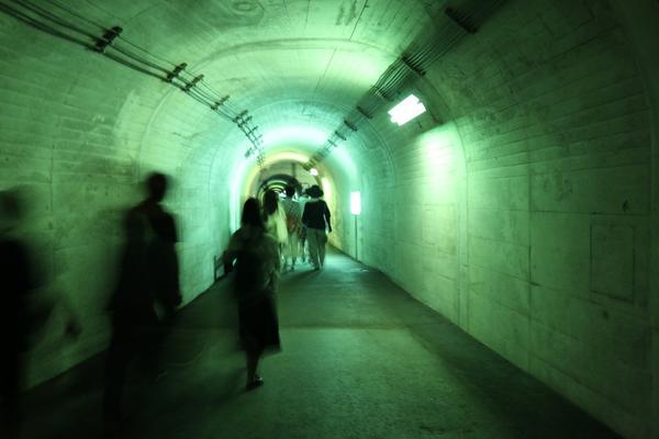 トンネルを奥へ奥へ