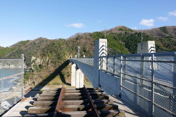 右側が新橋梁