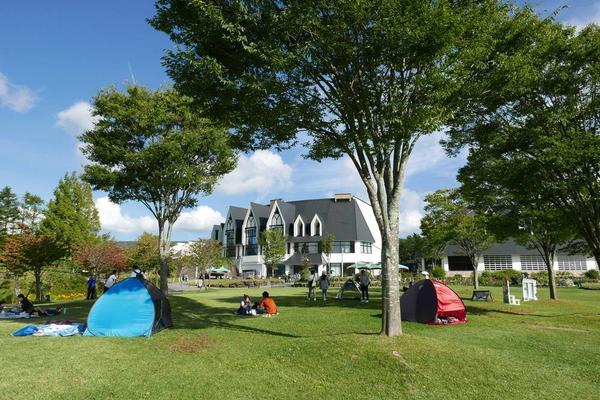芝生広場でのんびり遊ぶ