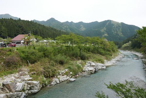 この辺りに流れる川