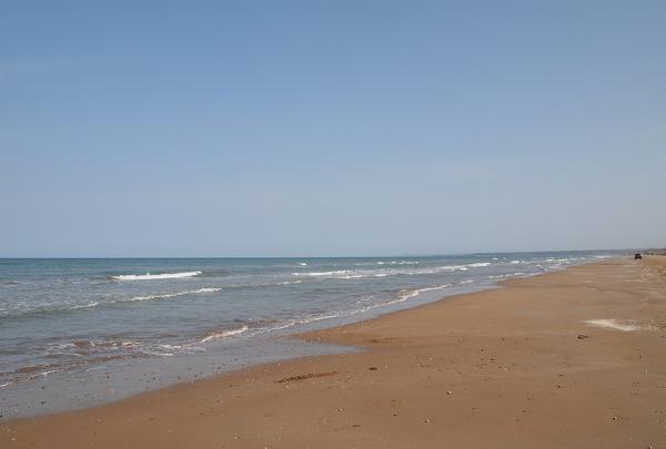 遠くまで続く海岸