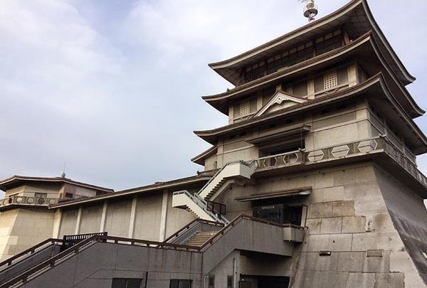 まるで浮城のよう「琵琶湖文化館」