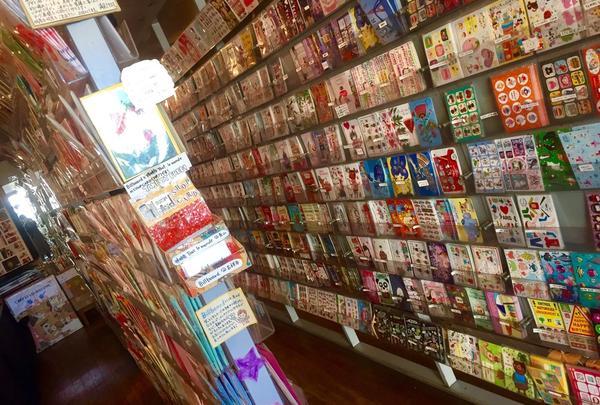 カラフルなポストカードがたくさん!