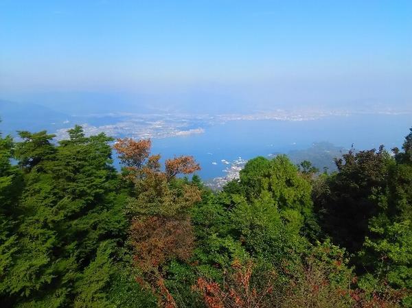 「日本三景の一の真価は弥山の頂上の眺めにあり」