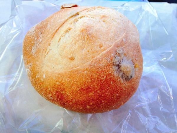オリーブパン ¥160