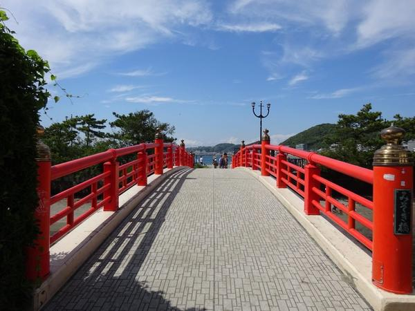 絵になる赤い橋