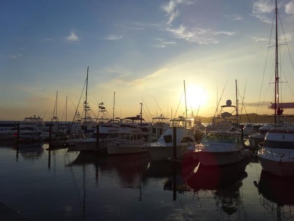 夕日を背にした船がかっこいい!