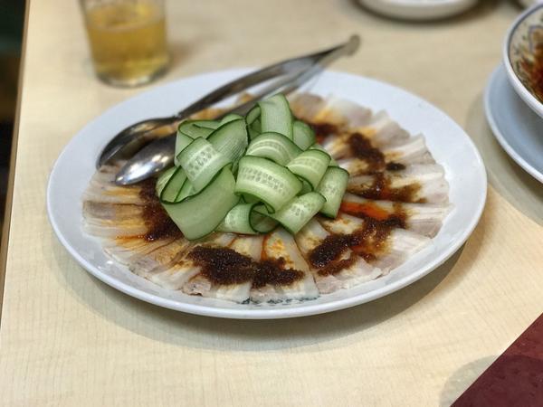 薄切り豚肉のニンニク辛味ソース