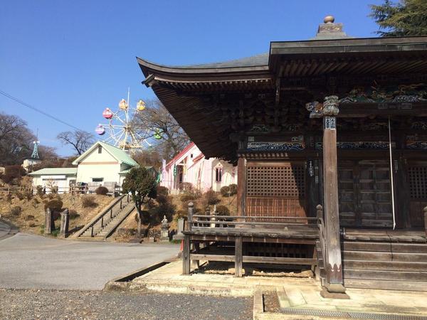 寺院のある遊園地