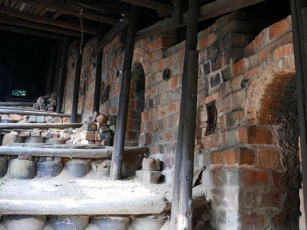 段々状になった窯の入口