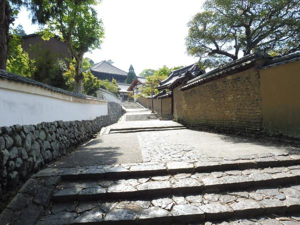 二月堂への散歩道