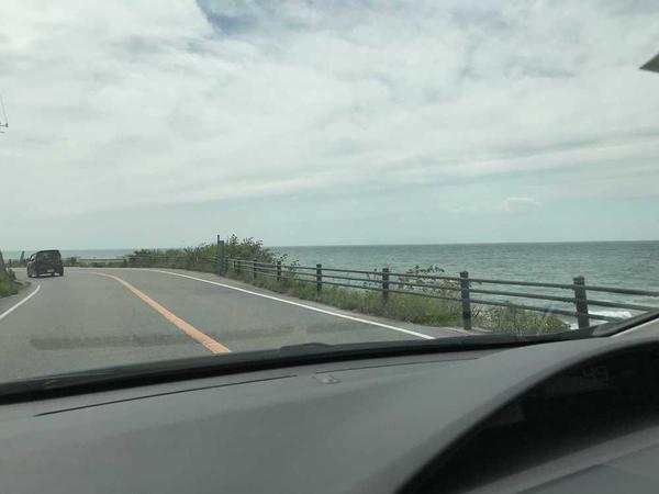 道中の海沿いドライブも素敵!