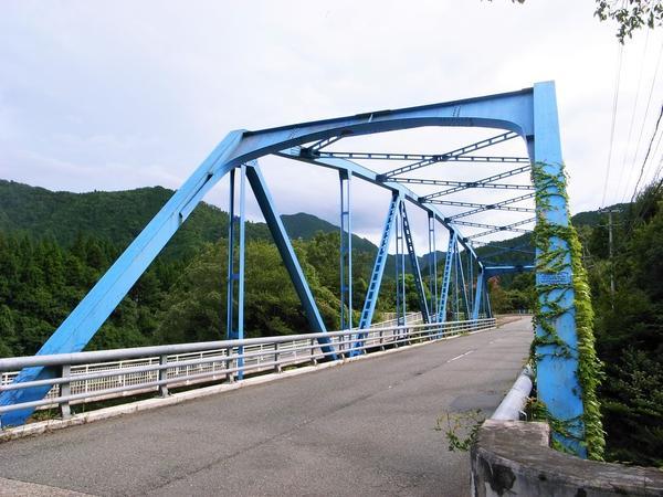水色が綺麗な音海橋