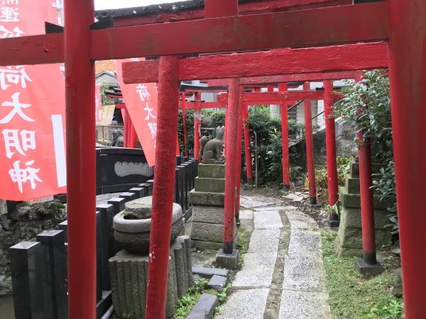 寺の奥にありました。