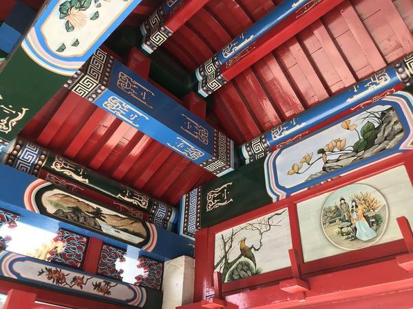 門の天井裏