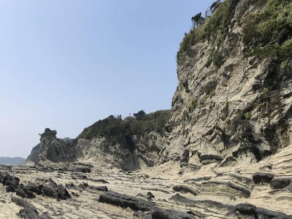 前方の岩が盗人狩のシンボル