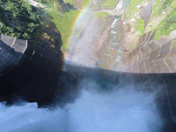 ダム中心から下を見下ろす