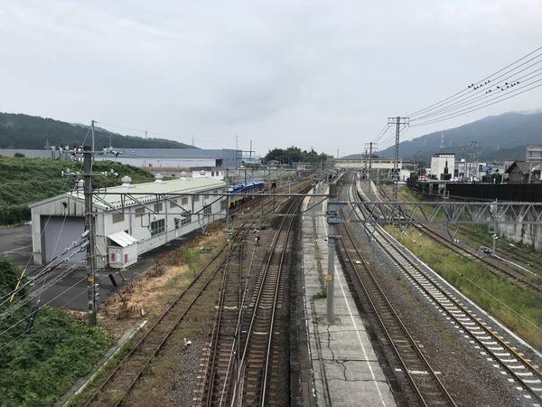 関ヶ原駅、左に歴史民族資料館。