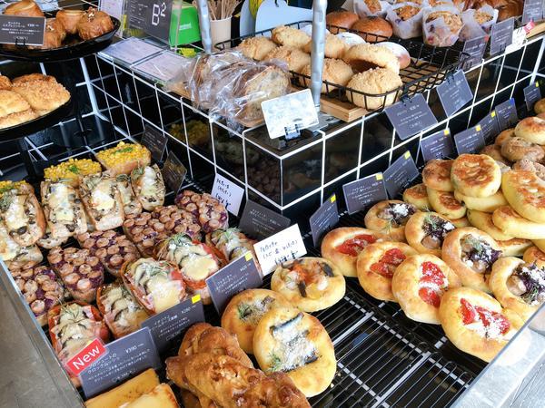 朝はパンの種類も豊富!