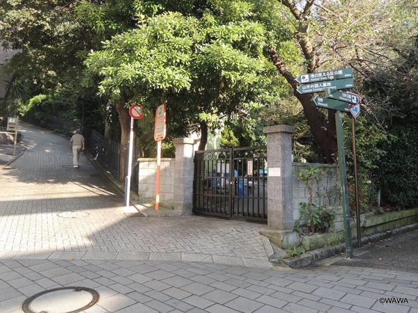 横浜外国人墓地の下端部