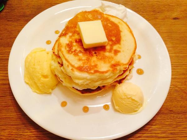 バターミルクたっぷりパンケーキ