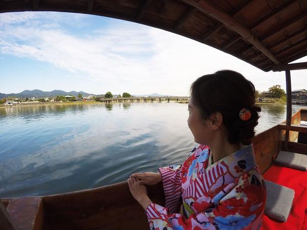 舟から眺める渡月橋