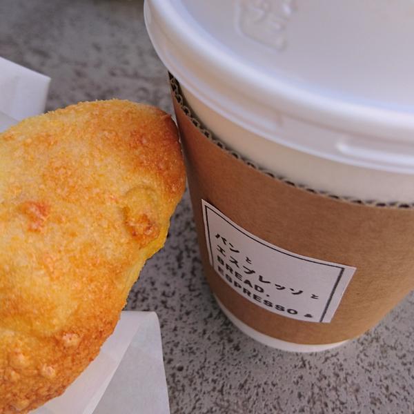 パンとコーヒーをテイクアウト