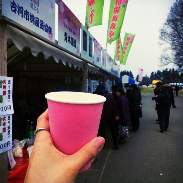 桃色のカップで甘酒を♩