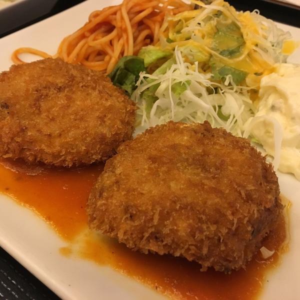 カニクリームコロッケ定食 ¥918