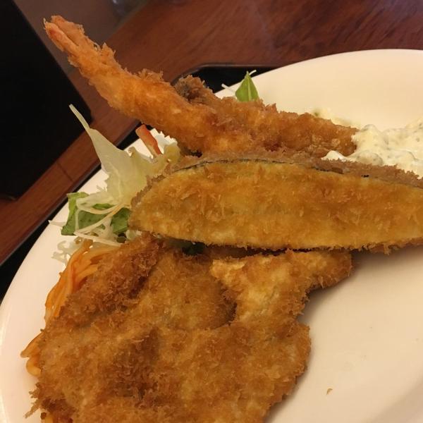 ミックスフライ定食 ¥864