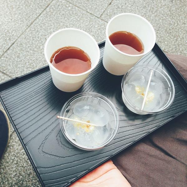 麦茶とわらび餅
