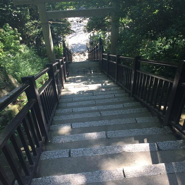 きつ〜い階段
